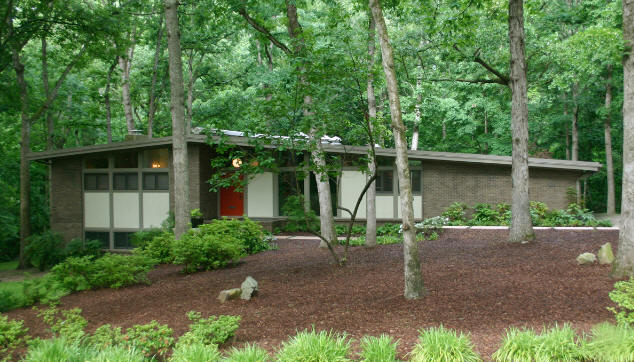 The 1964 Mitchum residence is one of the mid-century Modernist houses on the tour.